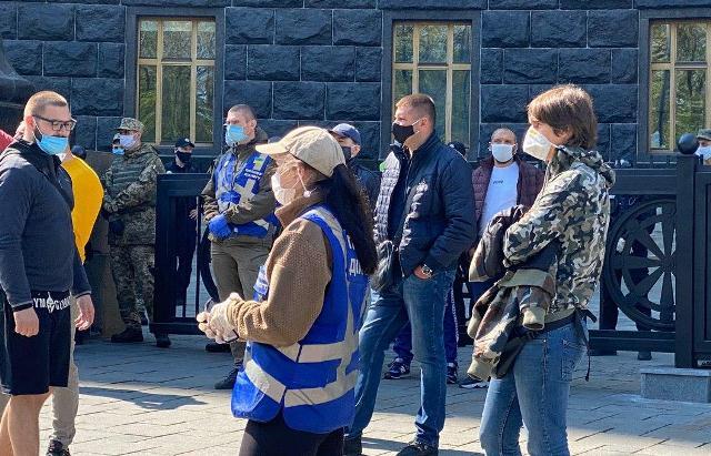 Підприємці влаштували бунт біля Кабміну: почалися сутички з поліцією
