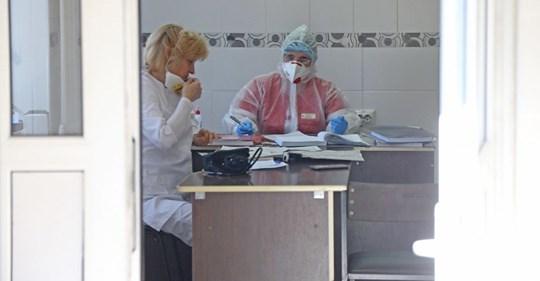 Хворі на коронавірус у лікарні Почаєва справляють нужду у відро: у закладі немає власних очисних споруд