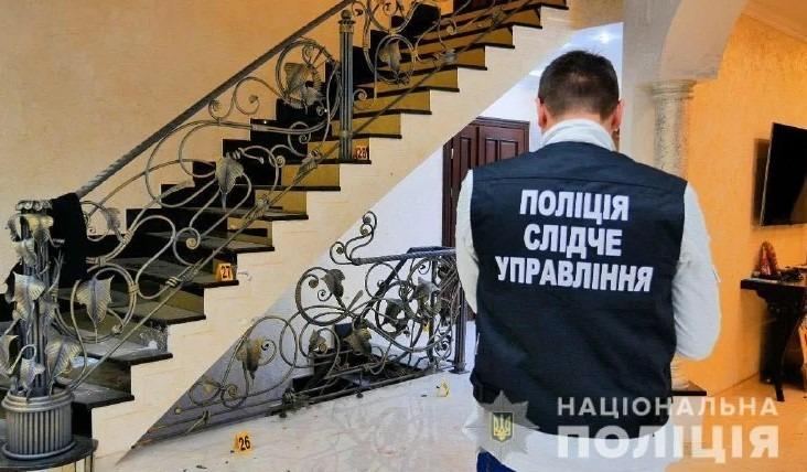 У Чернівецькій області іноземець влаштував стрілянину на місці злочину та поранив копів. Фото
