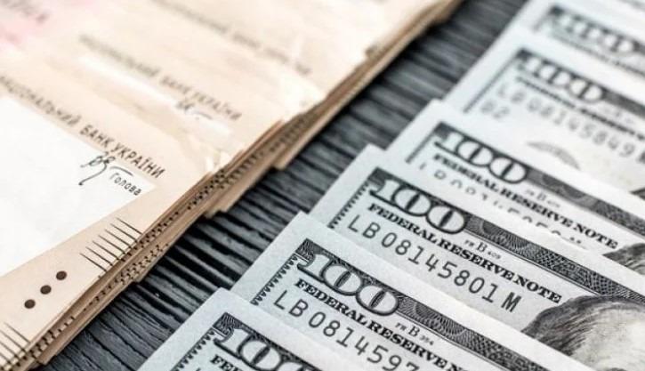 Гривня четвертий день поспіль зміцнюється щодо долара