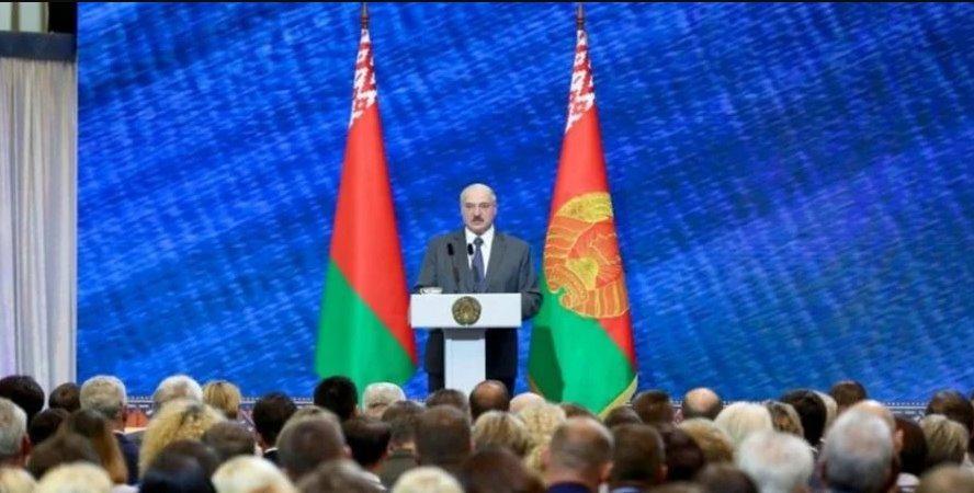 Завдяки народній мудрості: Лукашенко оголосив про перемогу над коронавірусом