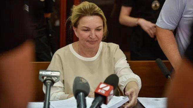З майна Богатирьової зняли арешт: їй повернули золотий злиток і значок «Партії регіонів»