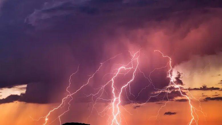 В Україні оголосили штормове попередження: очікуються грози, шквали та зливи