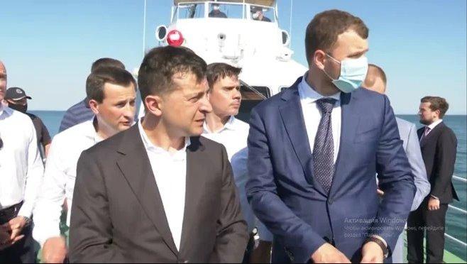 Коли заберуть махіну: Зеленський влаштував «розбір польотів» в Одесі через танкер Delfi – відео