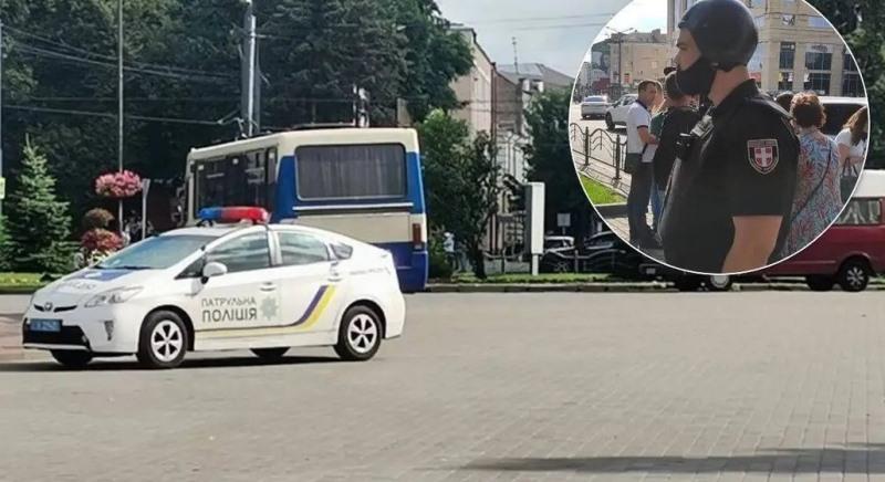 Захоплення заручників у центрі Луцька: в автобусі близько 20 людей
