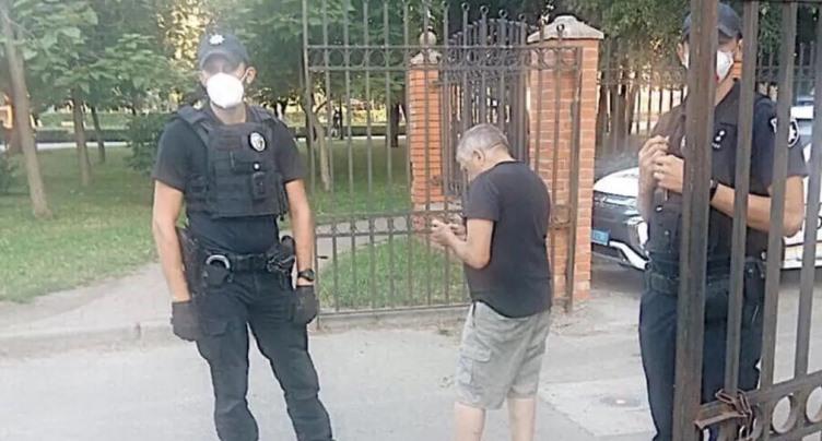 У Києві затримали чоловіка, який «чіплявся» до хлопчика у громадському туалеті. Фото і відео