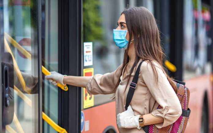 У Києві жінки побилися в громадському транспорті через відсутність маски (відео 18+)