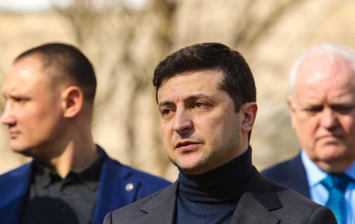 """Президент заявив, що не готовий співпрацювати з """"олігархом Порошенком"""""""