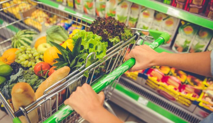 """""""Началось…"""": у супермаркеті столиці звільнили касирку за відмову обслуговувати клієнтку українською"""